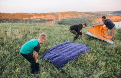 Set-up-the-sleeping-pad-with-tent