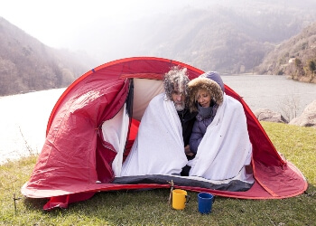 use-the-wool-blanket-for-camping-in-the-cold-day